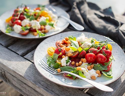 Burrata mit Tomaten und Basilikumdressing