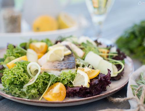 Salat mit gebratenen Kärntner Låxn Filets