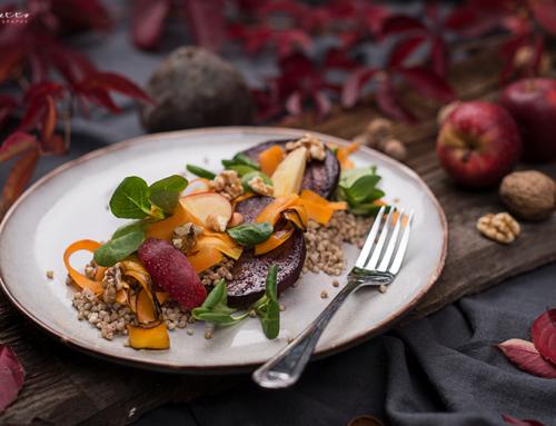 Roter Rüben Salat mit Nüssen, Buchweizen & Karotten