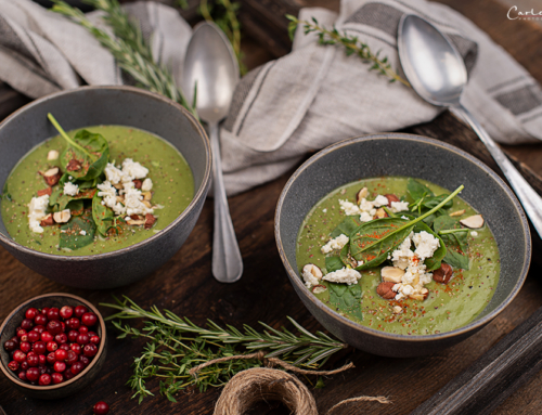 Geröstete, grüne Gemüsesuppe mit Feta & Nüssen