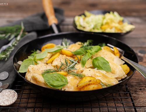 Geröstete Eiernockerl mit Erdäpfeln & Salat