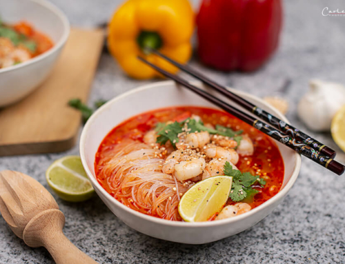 Scharfe Thai Asia Sommersuppe mit Garnelen